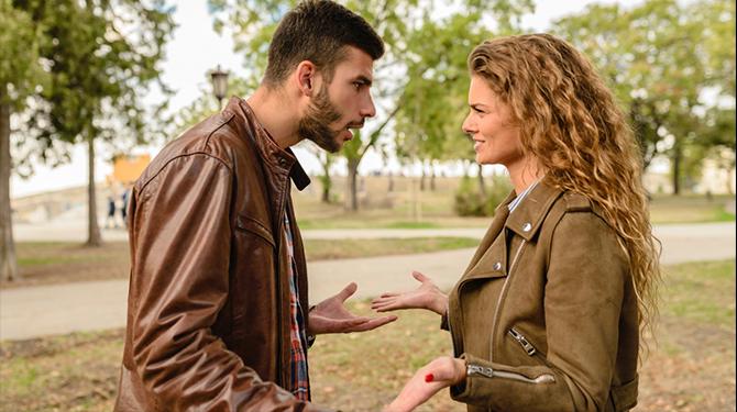 dating een man nog steeds leven met zijn ex